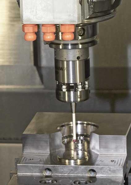 Vi laver vores værktøj via CNC fræsninger og slibninger
